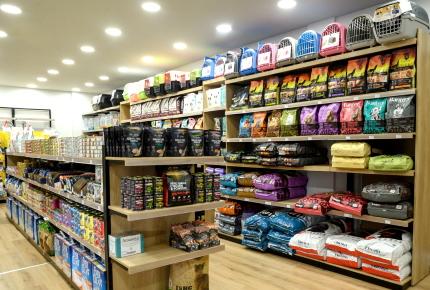 επιπλα pet shop ραφιερες στη Δροσια Αθηνα