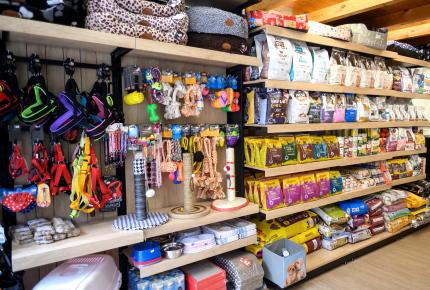 κατασκευη επιπλα ραφια για pet shop